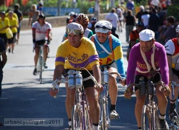 Fonte foto: http://urbancycling.it/3081-leroica-2011-il-ciclismo-del-passato-e-piu-presente-che-mai/