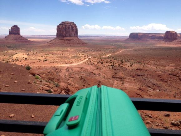Il trolley Delsey Helium al cospetto della Monument Valley