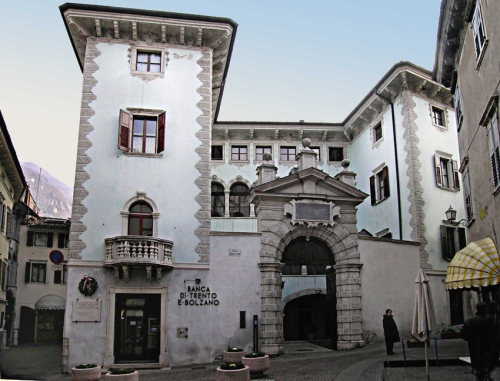 Palazzo Angelini, Ala